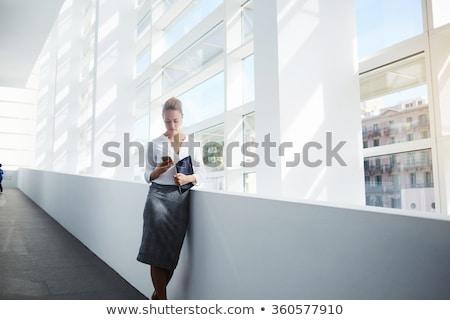 femme · d'affaires · avocat · ordinateur · à · l'extérieur - photo stock © maridav