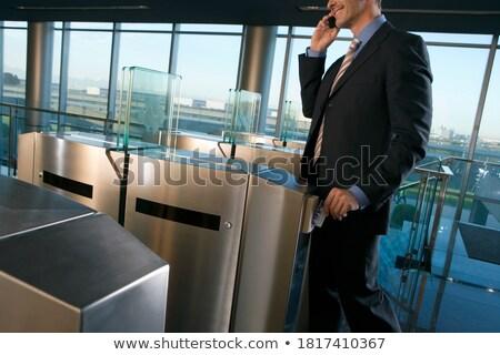 zakenvrouw · praten · mobiele · cafe · jonge · vergadering - stockfoto © wavebreak_media