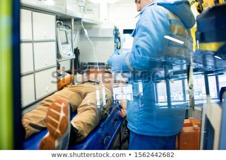 Paraşütçü askeri doktor ayakta hasta gömleksiz adam ilk yardım Stok fotoğraf © pressmaster