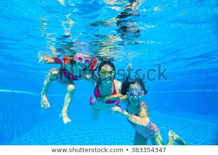 felice · Coppia · piscina · guardando · fotocamera - foto d'archivio © acidgrey
