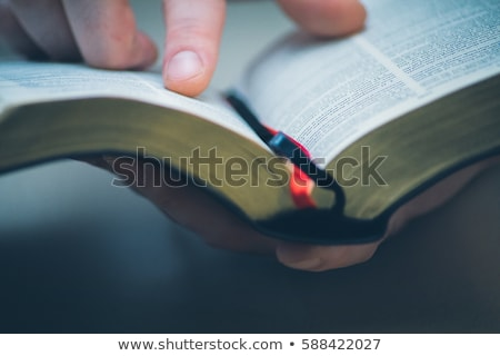 leitura · bíblia · óculos · família · jesus - foto stock © manaemedia