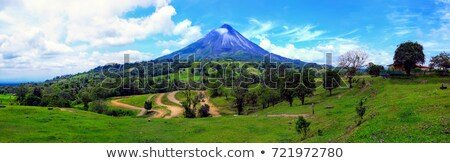 Aktív Costa Rica vulkán kilátás gőz emelkedő Stock fotó © oliverjw