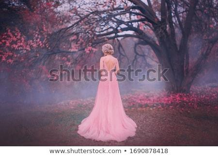 Hermosa mujer rubia rosa largo pelo rizado posando Foto stock © stryjek