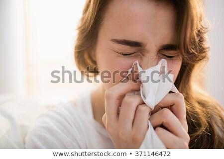 女性 · 鼻をかむ · 白 · 女性 · 孤立した - ストックフォト © wavebreak_media