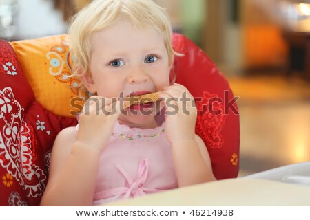 mooie · blond · meisje · brood · vergadering · fauteuil - stockfoto © Paha_L