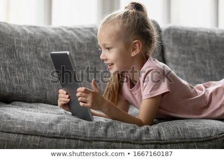 Mooie meisje klein tablet tabel cafe Stockfoto © wavebreak_media