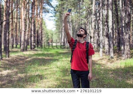 Zoeken mobiele telefoon signaal buitenshuis mannelijke hand Stockfoto © stevanovicigor