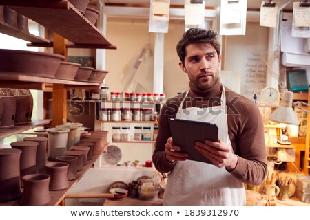 Férfi digitális tabletta cserépedények műhely fiatal Stock fotó © wavebreak_media
