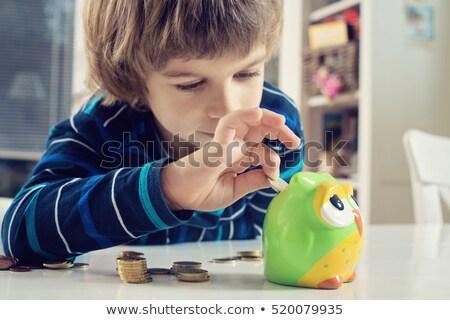 suspeita · criança · pequeno · sujo · mãos · sorrir - foto stock © is2