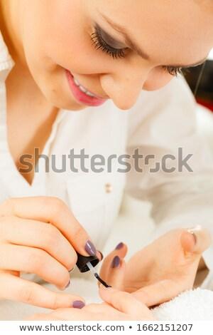 Szépségszalon hibrid manikűr festmény körmök nő Stock fotó © przemekklos