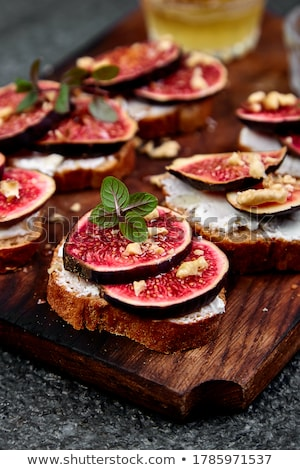 bruschetta · receta · blanco · alimentos · mesa · de · madera · papel - foto stock © illia