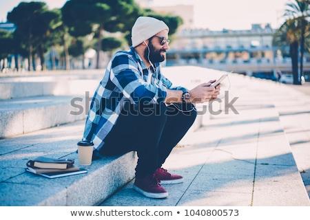 Man luisteren muziek internet app vent Stockfoto © jossdiim