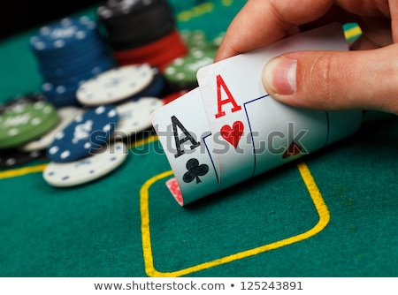 Zdjęcia stock: Poker · tabeli · dwa · karty · hazardu · chipy