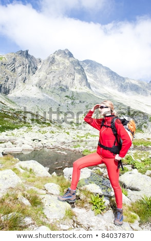 vrouw · backpacker · vijf · hoog · sport · reizen - stockfoto © phbcz