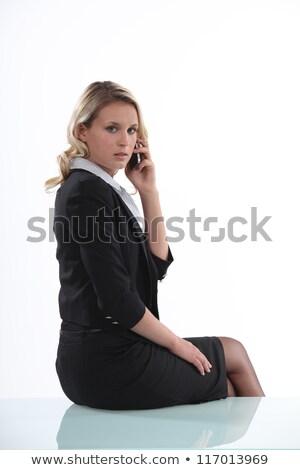 kobieta · interesu · mówić · telefonu · komórkowego · telefonu · włosy · miejskich - zdjęcia stock © photography33