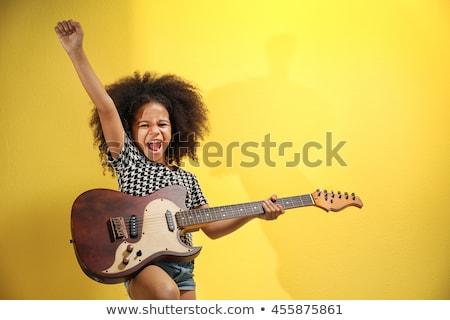 nő · szőke · haj · tart · gitár · visel · nagy - stock fotó © dolgachov
