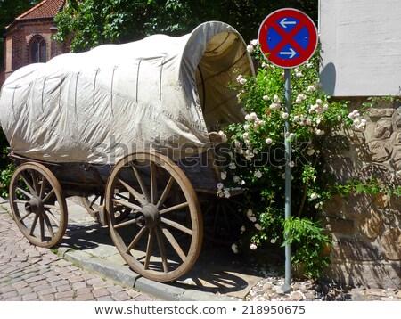 古い · ワゴン · ホイール · 木製 · 壁 · 納屋 - ストックフォト © pixelsaway