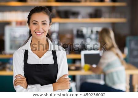 mooie · serveerster · poseren · coffeeshop · brood - stockfoto © stokkete