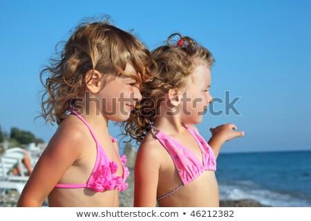 dois · bastante · meninas · praia · mar · olhando - foto stock © Paha_L