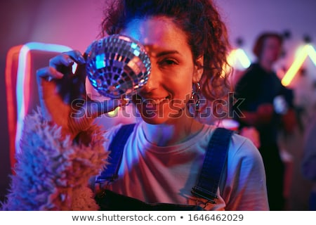 Portré gyönyörű női énekes megvilágított éjszakai klub Stock fotó © wavebreak_media