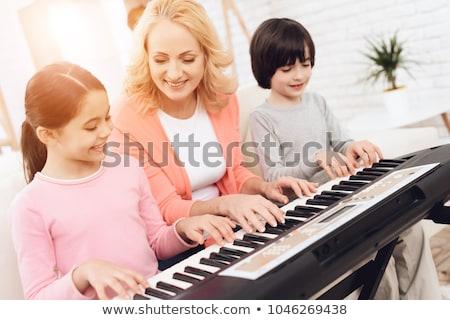 Großmutter Enkel spielen Klavier Musik Kind Stock foto © IS2