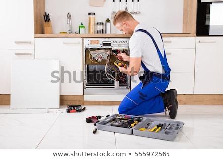 fiatal · férfi · technikus · mosogatógép · boldog · digitális - stock fotó © andreypopov