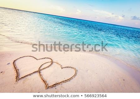 Forma de coração idílico praia ver água Foto stock © AndreyPopov