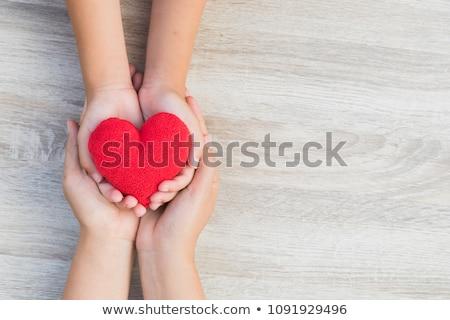 Stockfoto: Senior · jonge · man · handen · Rood · hart