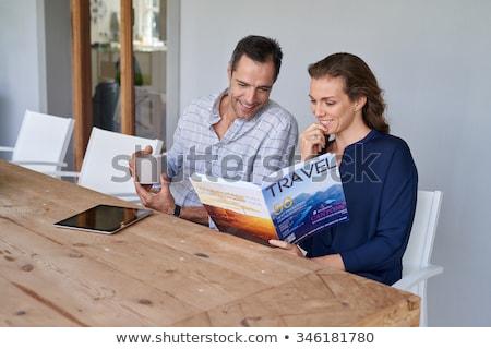 Echtpaar lezing magazine vrouw man paar Stockfoto © photography33