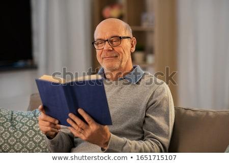 シニア · 男 · 読む · 図書 · 椅子 - ストックフォト © luminastock