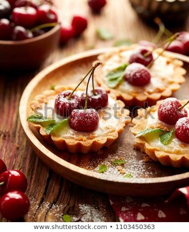 Zoete dessert foto witte drinken aardbei Stockfoto © maknt