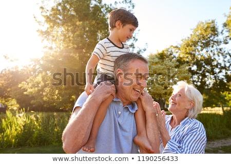abuelos · posando · nietos · familia · nina · hombre - foto stock © is2