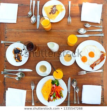 continentaal · ontbijt · pannenkoeken · eieren · spek · oranje · familie - stockfoto © dashapetrenko