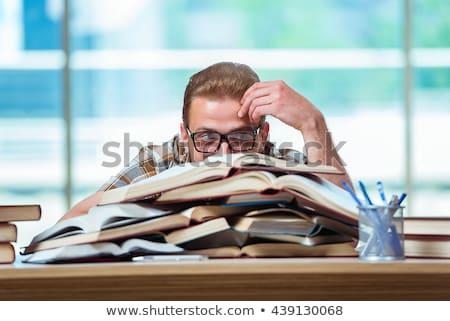 Stockfoto: Mannelijke · student · veel · boeken · home · man