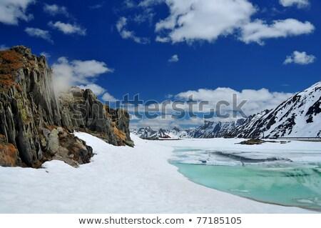 veicolo · terreni · estremi · lago · montagna · Romania · cielo - foto d'archivio © iofoto
