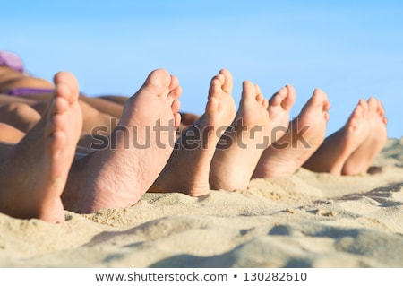 piedi · famiglia · spiaggia · famiglia · felice · uomo · sole - foto d'archivio © meinzahn