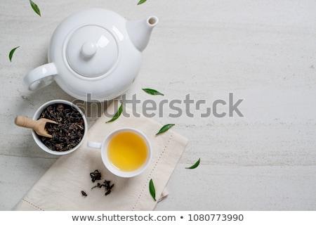 Górę widoku hot kubek herbaty zestaw Zdjęcia stock © nalinratphi