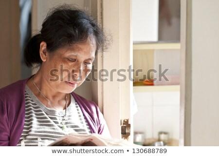 Senior asiático mulher relaxante jornal preto e branco Foto stock © Witthaya