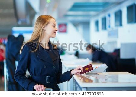 パスポート · チェック · 空港 · 黄色 · にログイン - ストックフォト © hofmeester