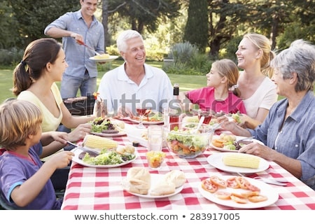 familie · genieten · barbecue · vrouw · voedsel · man - stockfoto © monkey_business