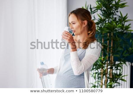 Zdjęcia stock: Kobieta · w · ciąży · woda · pitna · okno · przyszłości · pitnej · świeże