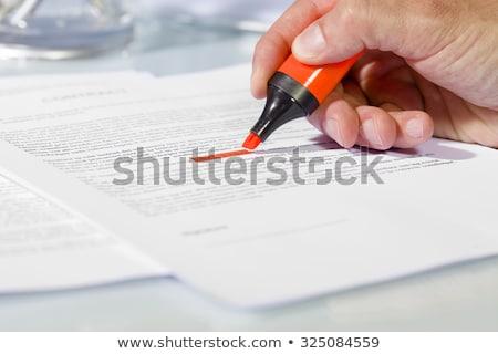Surligneur papier rouge document travail affaires Photo stock © pressmaster