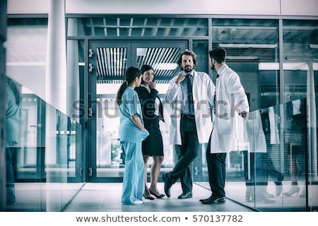 médicos · em · pé · hospital · corredor · médico · medicina - foto stock © wavebreak_media