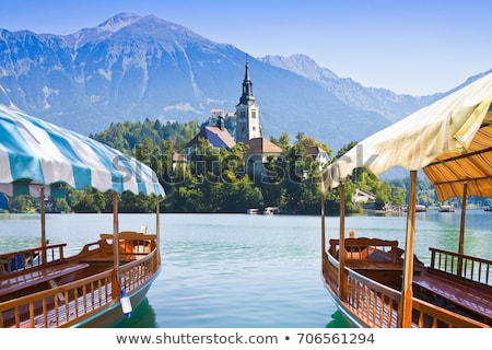 Turista csónak tó Szlovénia kilátás víz Stock fotó © boggy
