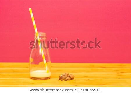 Half fles banaan stro cookie kruimels Stockfoto © sarahdoow