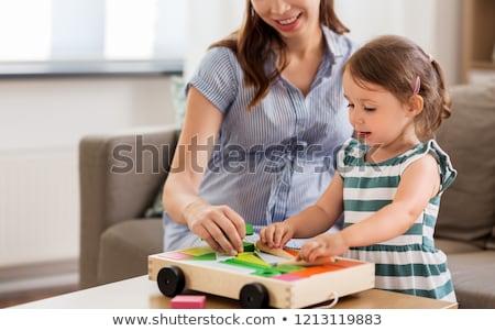 Terhes anya lánygyermek építőkockák gyermekkor emberek Stock fotó © dolgachov