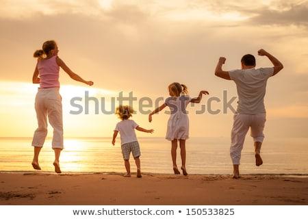 ストックフォト: 幸せな家族 · 演奏 · ビーチ · 日 · 時間 · 空