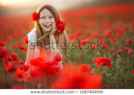 Fille ans vieux fleurs cheveux agricole Photo stock © ElenaBatkova