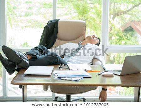 empresario · mentiras · cabeza · escritorio · dormir · blanco - foto stock © leeser