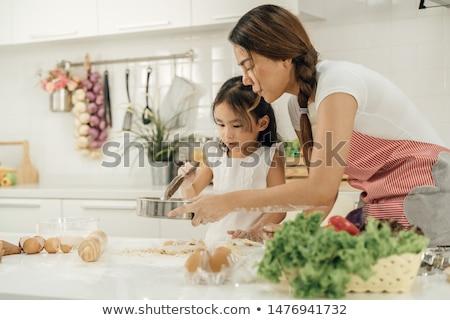 Apa lánygyermek kóstolás étel férfi gyermek Stock fotó © IS2